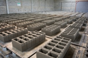 Fábrica de blocos de concreto no Pólo Industrial de Sampaio Corrêa, interior do Rio de Janeiro, Setembro de 2014